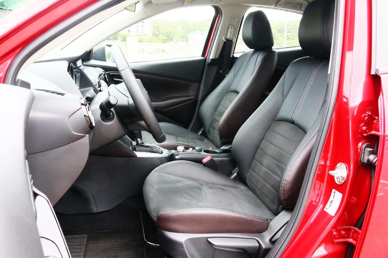 採皮革與類麂皮混搭的座椅,是在同級車很少看見的搭配。