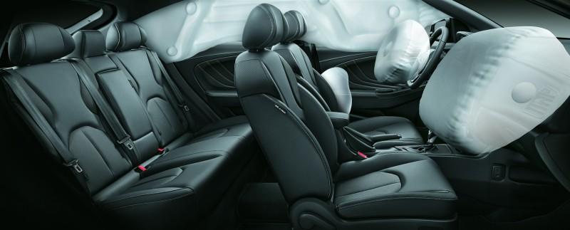 大屏幕版除外,Luxgen U5全車系標配六氣囊。