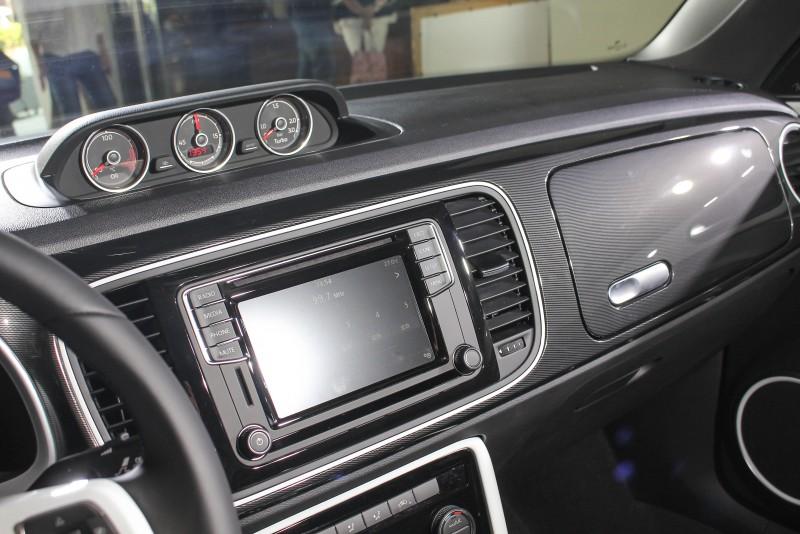 新年式Beetle搭載6.5吋Composition Media資訊娛樂系統附App-Connect多媒體鏡射功能,使車輛與智慧型手機聯結,可於車載螢幕上直接觀看與操作地圖、訊息、音樂播放等各項應用程式,使展現智慧駕乘得以實現。