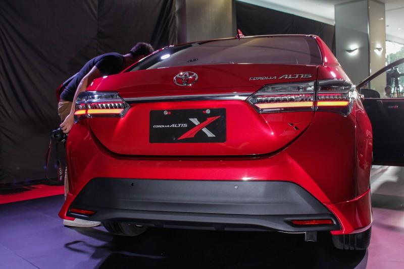 運動化車身側裙及後擾流套件及後保桿下護板設計,從車頭至車尾,呈現低重心的一體視覺感。