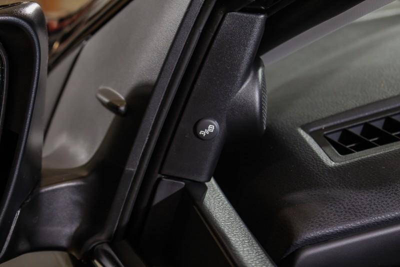 BSM可讓駕駛人行駛於市區或高速道路上,能利用系統隨時自動偵測後方盲點區域的來車,以警示燈提醒駕駛,大幅提升變換車道時的行車安全