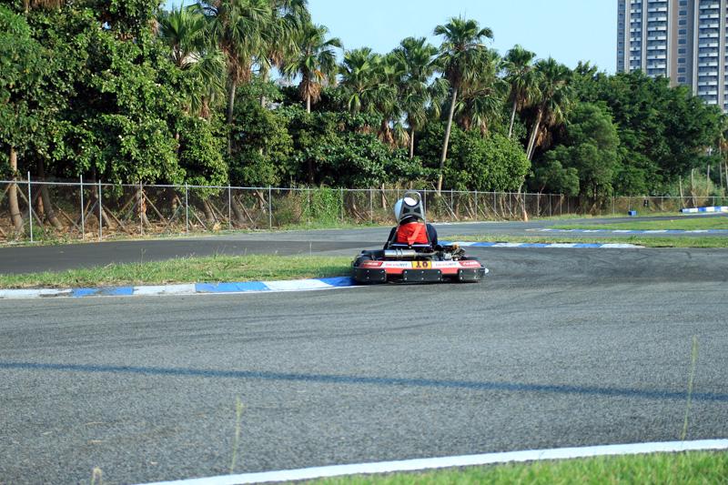 18號車張為智最後以精湛的駕駛技巧瘋狂超越,最後拿下B組爭先賽第一。
