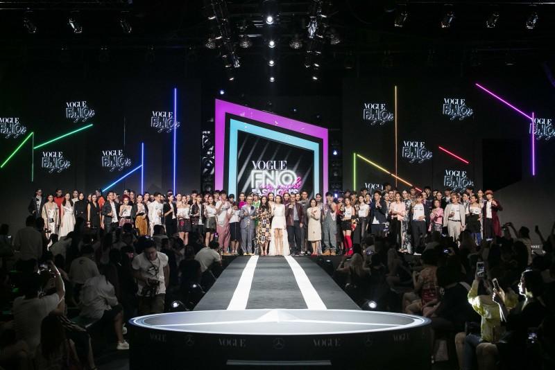 2017《Fashion's Night Out全球購物夜》以重金打造的炫目舞台和聲光效果震懾登場,呼應主題 My Night我的時尚夜。