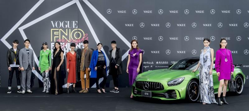 年度時尚盛事 FNO 由近百位凱渥名模揭開序幕,展演國際精品品牌2017秋冬新作,與尊榮霸氣的Mercedes-Benz 時尚車隊一同現身紅毯。