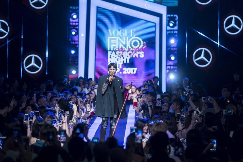 天王蕭敬騰驚喜現身 FNO,擔任壓軸表演貴賓,掀起了第二波高潮,現場氣氛High至最高點。