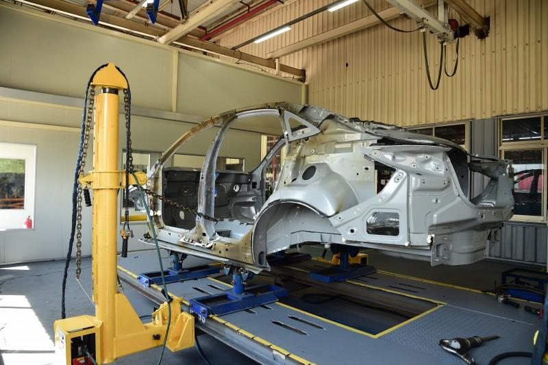 為確保出廠車輛車身品質,福特六和每月至少抽取一輛組裝完成之車體執行破壞測試。