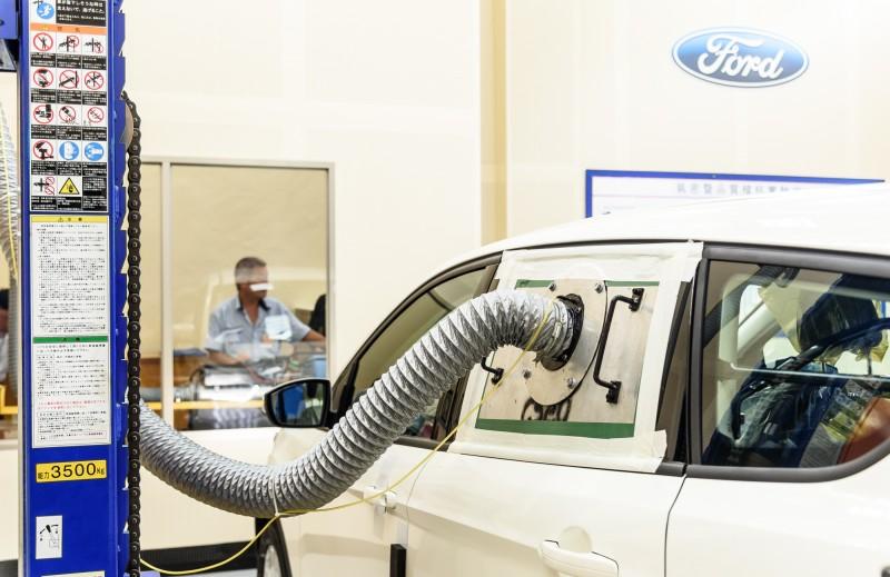使用獨特抽/灌風設備抽出/或灌入空氣於測試車輛,用以測試車輛氣體洩漏量,透過此稽核免除異音發生率,確保整車品質。