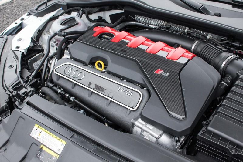 TT RS搭載Audi經典的直列式五缸引擎,最大馬力可達400hp,堪稱是地表之最、極速更可達250 km/h。