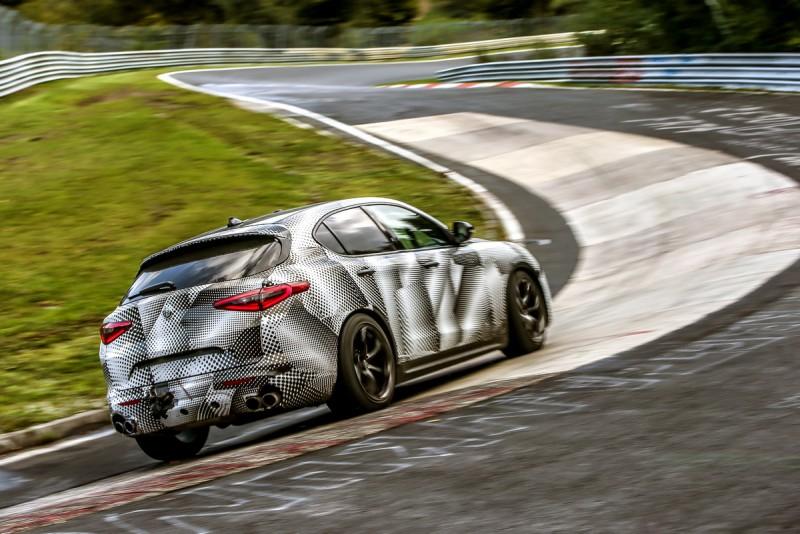事實上,搭載同一具2.9升V6雙渦輪引擎,車重不同Stelvio Quadrifoglio成績比Giulia Quadrifoglio慢了20秒