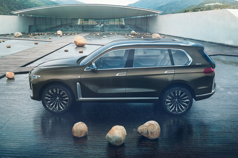 未來諸如8 Series或是X7這類高階車款,都將改以黑白廠徽以及品牌全名示人(上圖為8 Series Concept,下圖為Concept X7 iPerformance)。