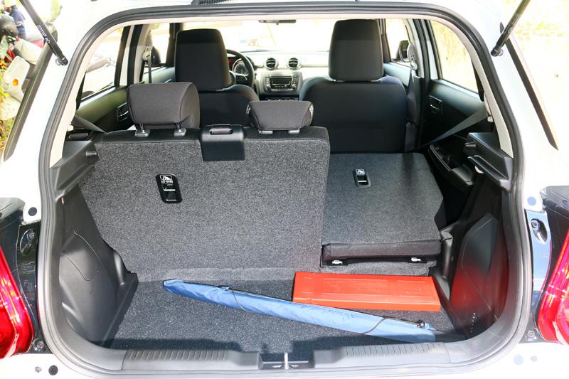 基本行李廂容積為265L,並可將後座椅被放倒後擴充,已足以應付日常使用。