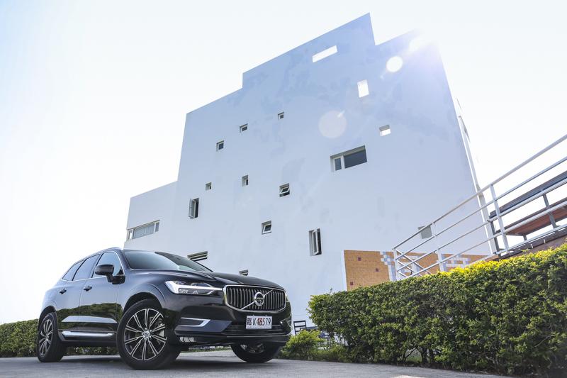 前往國境之南體驗Volvo新世代XC60,度假風格與休旅車格分外搭配。