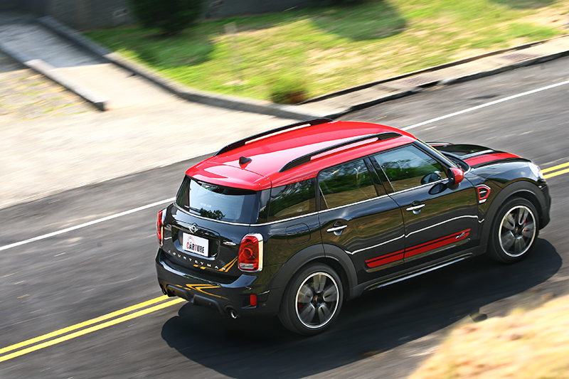 對比性能爽度,關於行路舒適性部分這輛車應該只得及格邊緣...