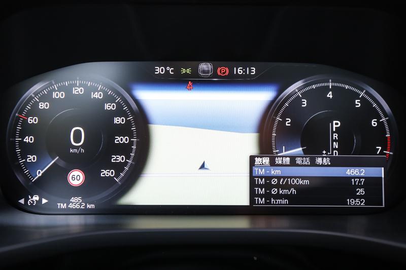 跟上當前車壇潮流,配備12.3 吋數位整合資訊儀錶組。