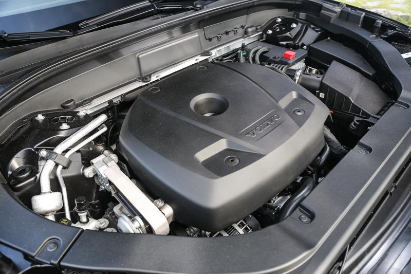 T6 Inscription搭載2.0升雙增壓汽油引擎,高達320hp/40.8kgm的動力輸出,在整趟路程中鮮少有全油門衝刺的機會。