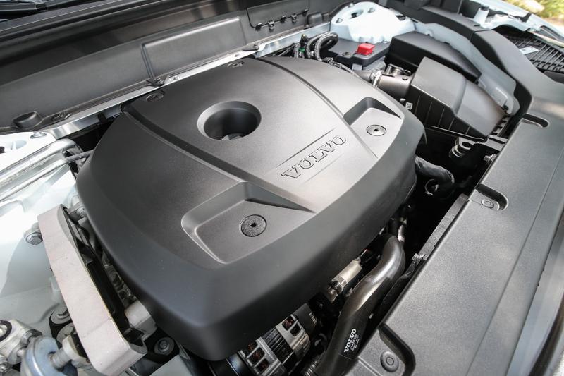 T5 Momentum車型搭載與T6相同的本體的2.0升汽油引擎,但僅配置渦輪增壓系統,不過仍有254hp/35.7kgm輸出表現。