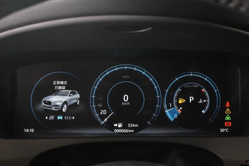 數位儀表依照駕駛模式不同可呈現不同顏色