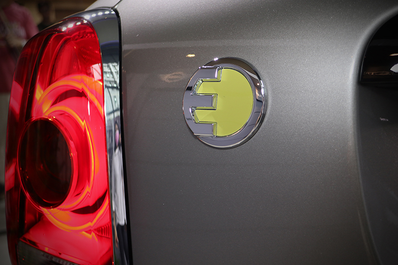 Mini電動子品牌Mini Electric的識別方式,就是這個綠黃色E字銘牌。