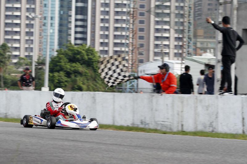 號蕭奕丞以分站冠軍衝線,同時年度冠軍入袋,將前往日本瑞浪賽車場,挑戰日本Yamaha SL Final賽事。