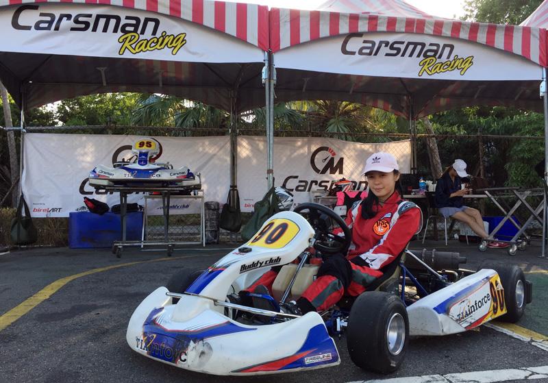 Carsman車隊女車手蔡雨軒,今年同時挑戰大鵬灣房車賽及卡丁車賽事,本站以新手組第四名完賽。