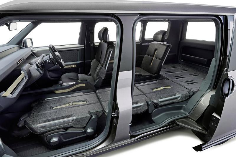四座設定的TJ Cruiser Concept三張乘客座位都能完全收折變成一個平坦的底板,方便任何物件的放置。
