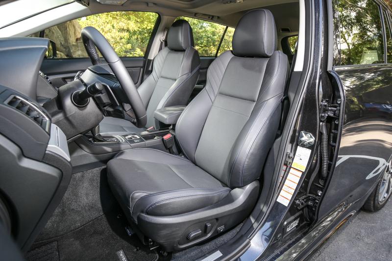駕駛座導入10向電動調整功能,使用更為方便。