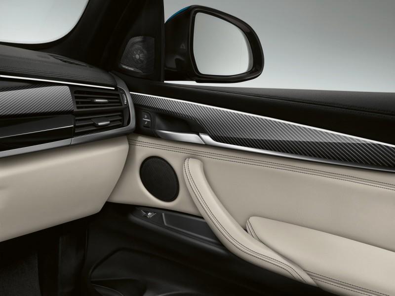 車內碳纖維飾板搭配真皮內裝才稱的上是高質感運動風格
