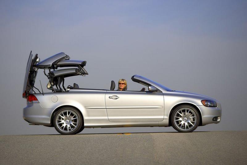 改以硬頂敞篷結構的第二代C70,是否會是Volvo最後一款跑車?讓我們繼續看下去...