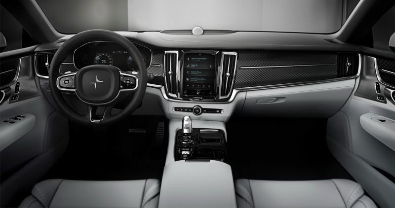 內裝與現行Volvo大同小異,但溫潤的木紋飾板已經換上碳纖維
