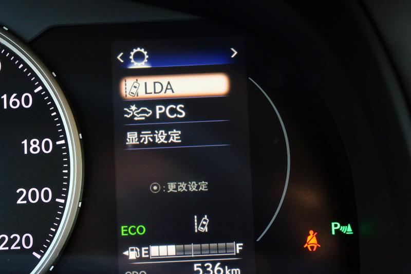 此次Lexus CT200h新增的Lexus Safety System+ 主動式安全防護系統,內容整合4大先進安全科技,包含「PCS預警式防護系統附自動煞車輔助」、「LDA車道偏離警示系統」、「DRCC雷達感應式車距維持定速系統」與「AHB智慧型遠光燈自動切換系統」,提供更完整的防護。