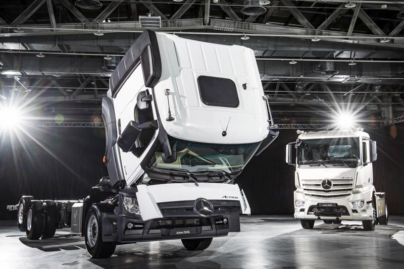 全新 Actros車系中多樣車款,包含4×2曳引車、6×2曳引車、6×2大貨車等選擇,完全涵蓋不同的使用需求。