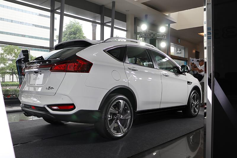 車尾除燈組內容更新外,後保桿設計也與過去有所差異。