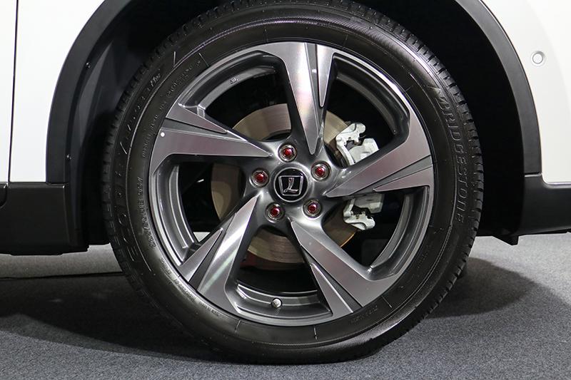 18吋鋁圈的造型也與過往有所不同。
