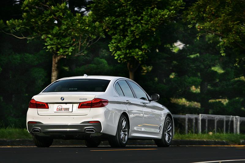 「穩」是這輛車的第一印象,再快一點則仍可感受得出BMW素負盛名的駕馭樂趣。