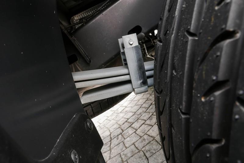 前軸採用雙A臂,後軸的葉片彈簧可依照載重需求客製化調整負載能力