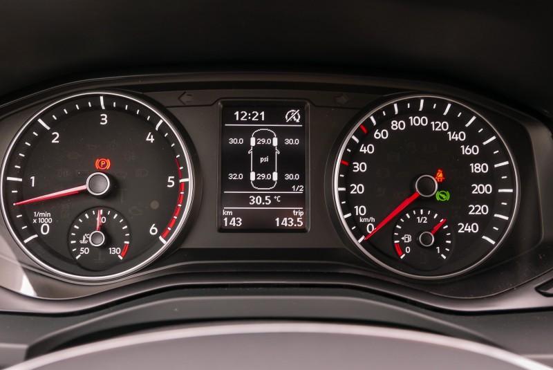 儀表中央顯示幕能讀取多種車輛資訊