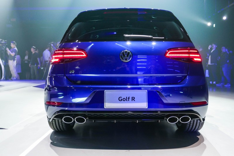 Golf R將R專屬運動化懸吊、4MOTION主動式智慧型四輪傳動系統、DCC主動式底盤控制系統與Progressive Steering動態齒比轉向輔助系統等競技設定全數上身