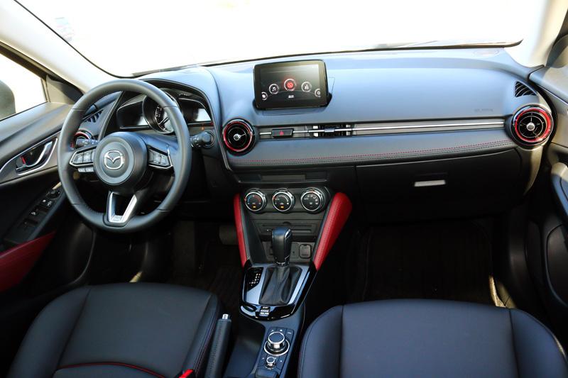 CX-3的車室內設計感與質感都是同級車中的優等生。