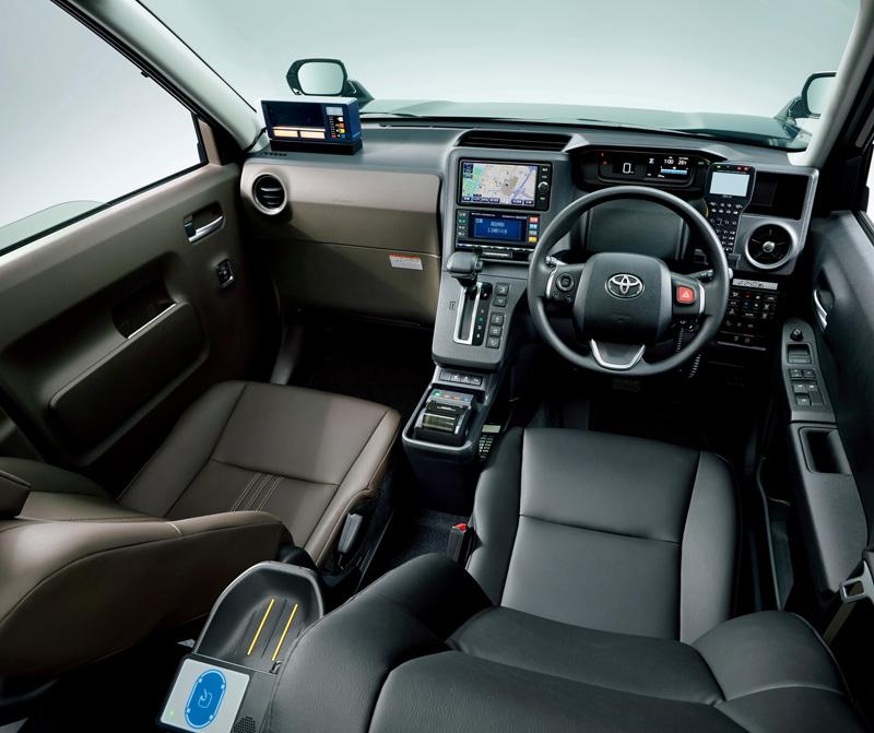 所有的控制介面都設在駕駛伸手可及之處。