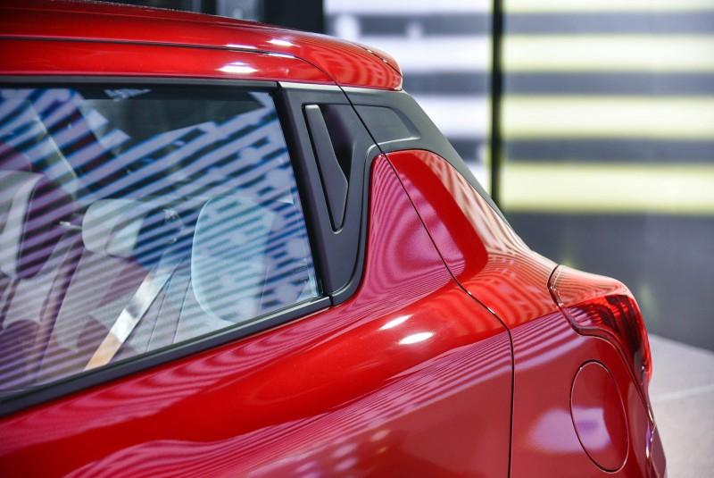 後車門把手位於C柱上,突出的尾燈位置不但加寬了為門開啟寬度,空間也因此放大