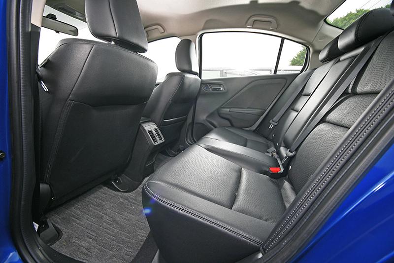 在Honda「車室空間極大化,機械空間極小化」的MM思維實踐下,2018 All New CITY擁有足可越級打怪的空間規劃表現。
