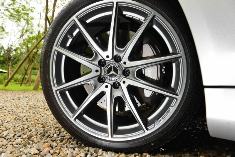 AMG Line跑車套件搭配的多幅運動輪圈看起來更凸顯性能風格