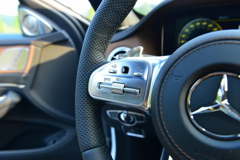定速巡航控制移至方向盤面左側,能以更便利的姿態掌控車輛設定