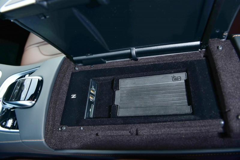 因應智能手機的快速進步小改款導入了無線充電設備