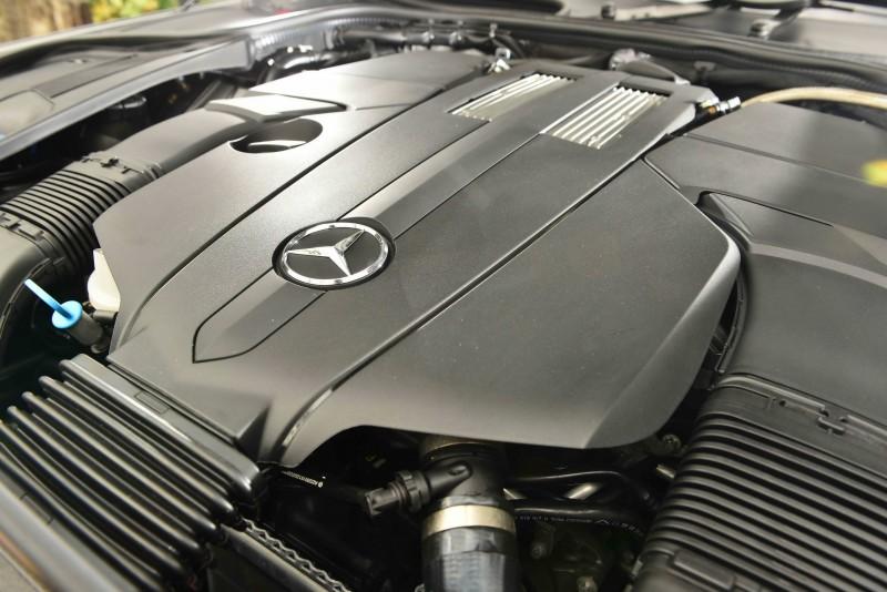 小改款的S450 L雖採用同一具3.0升V6渦輪增壓引擎,但經重新調教後最大馬力來到367匹