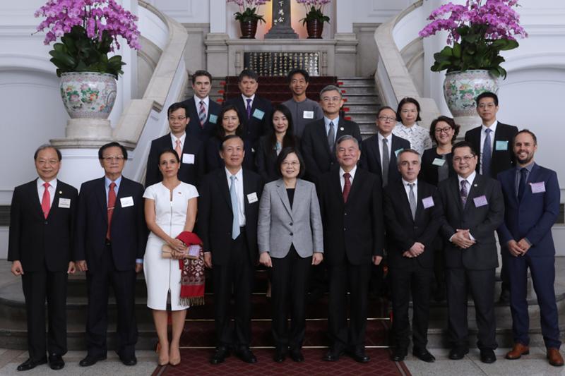 第七十一屆金商獎得主參訪總統府合影 (照片出處:中華民國總統府)。