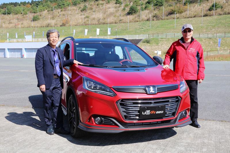 為展現U6 GT堅強實力,Luxgen特邀請媒體前去日本Autopolis賽道實際體驗U6 GT車系的魅力,左為水野和敏先生,友為Luxgen總經理蔡文榮先生。