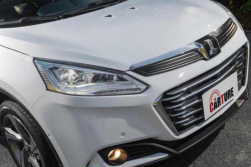 車頭變化幅度其實不小,包括燈組內容、水箱護罩、引擎蓋進氣孔與霧燈都有所不同,並更顯沈穩大方。