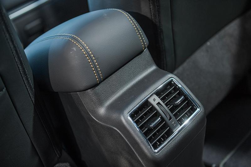 後座配備空調出風口設計,有效提升冷房效果。