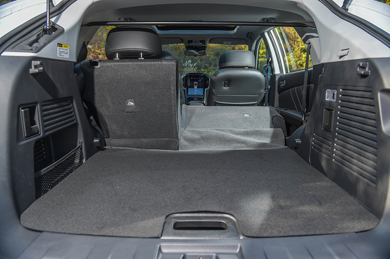 行李廂空間與改款前相同,皆足夠寬敞方正。